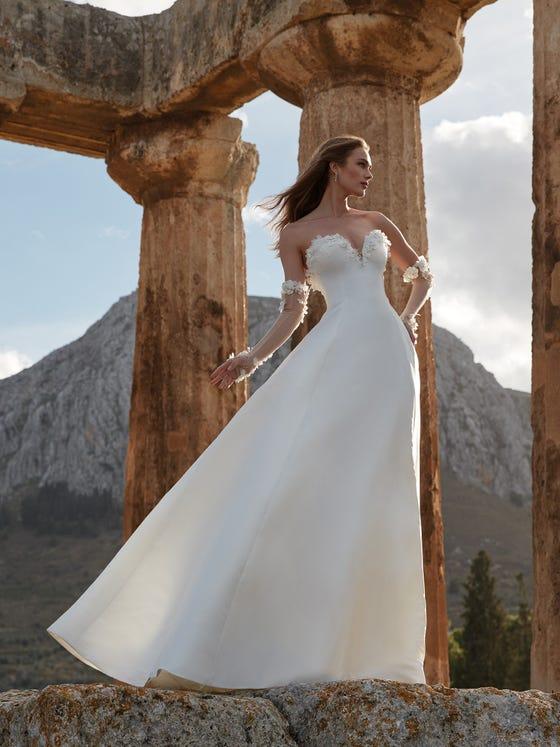 parte delantera vestido novia a line escote corazon espalda descubierta atena