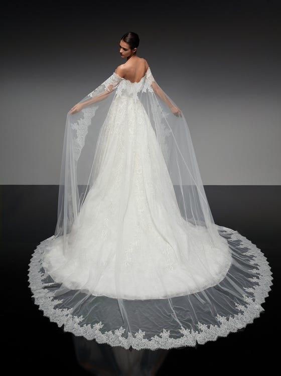 parte trasera vestido novia princesa escote pico tul cassis