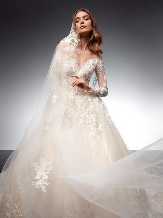 parte delantera vestido novia princesa escote pico tul cristallo