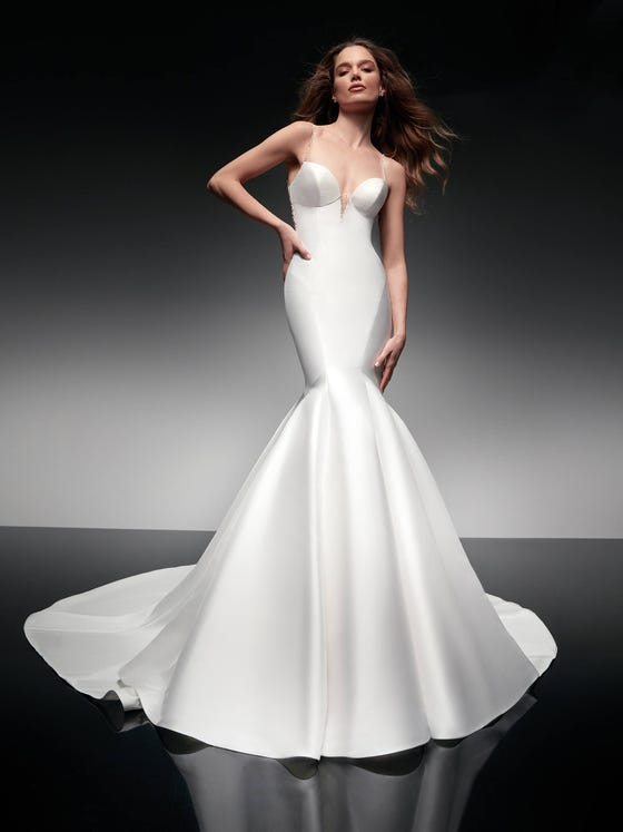 parte delantera vestido novia sirena escote pico sheratan